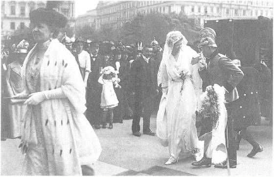 Clam-Gallas_wedding_1914.JPG