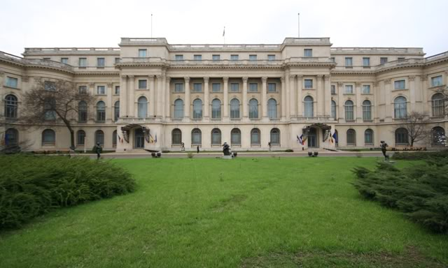royalromanianpalace.jpg